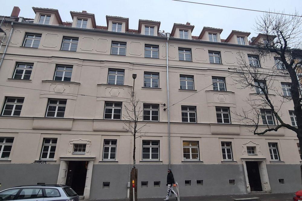 Straßenseitige Fassade Mehrfamilienhaus Wurzner Straße
